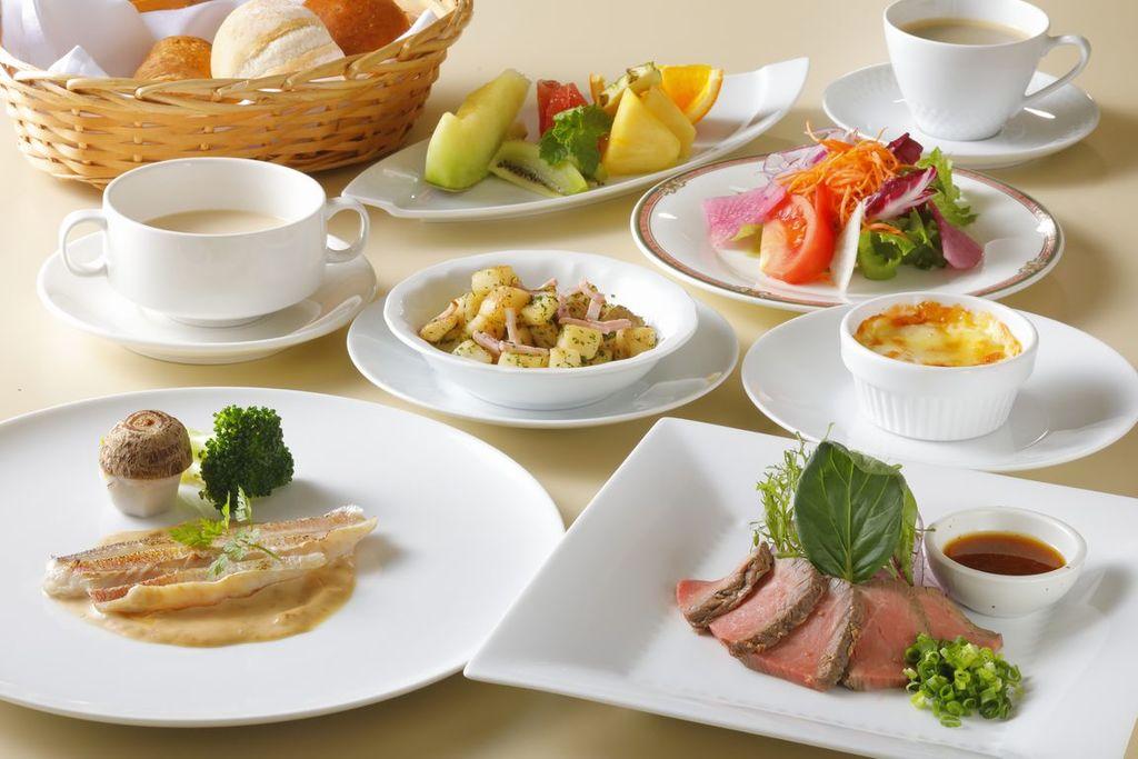 清々しい海を眺めながら、栄養満点の《和洋朝食》をどうぞ