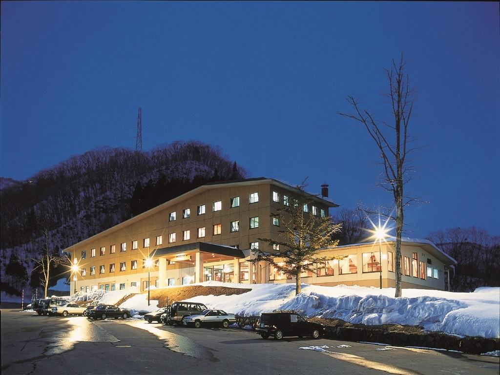 ホテル外観(冬季・夜)