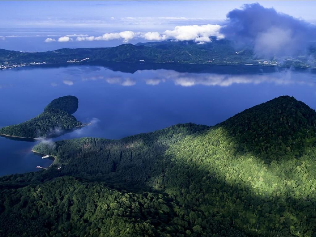 紺碧と緑の支笏湖をお楽しみ下さい