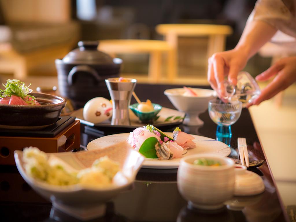 和室にご宿泊の場合、夕食をお部屋食も可能です(2018年5月開始/部屋食専用プラン利用)