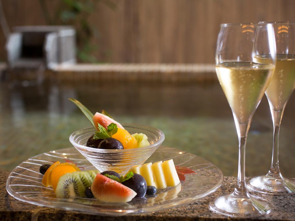 スパークリングワイン&生フルーツをお二人へ