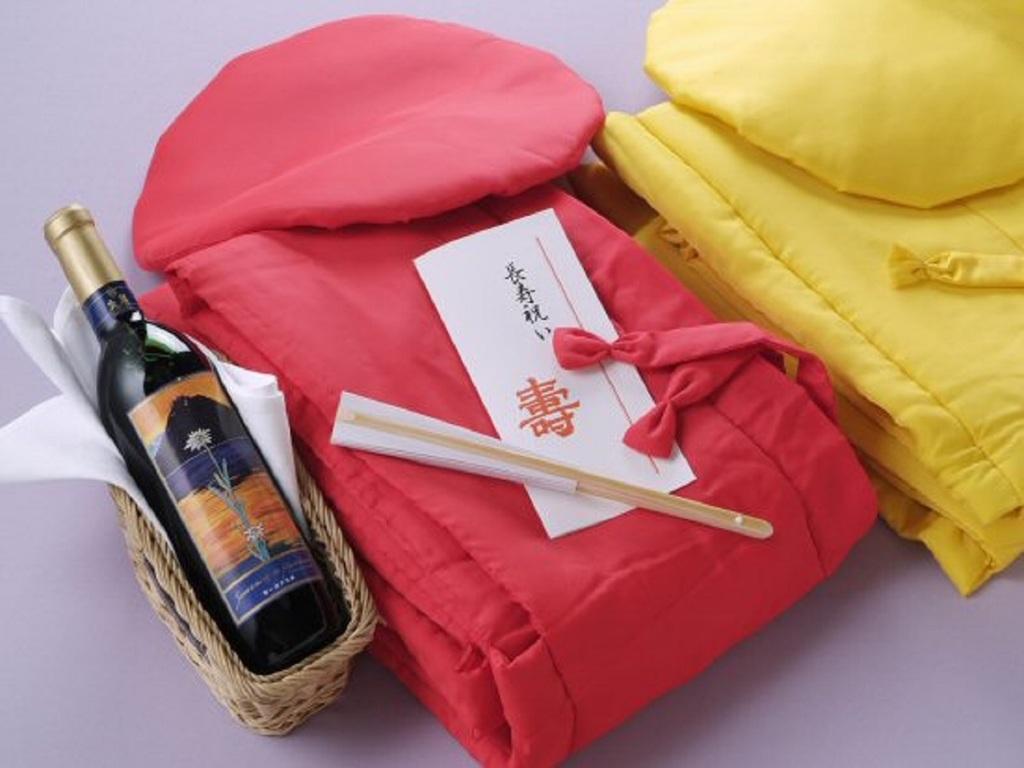 還暦や米寿などの歳祝い衣装を貸し出しております(要予約)