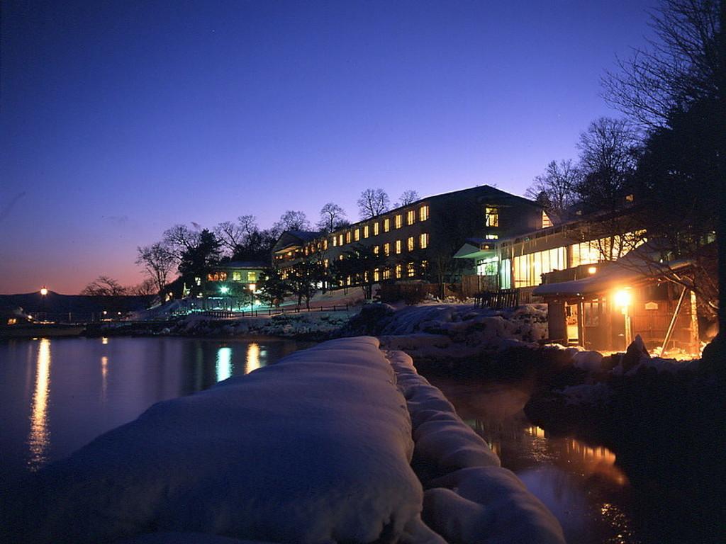 雪景色に包まれる冬。あたたかい温泉とお料理をご用意してお待ちしています!