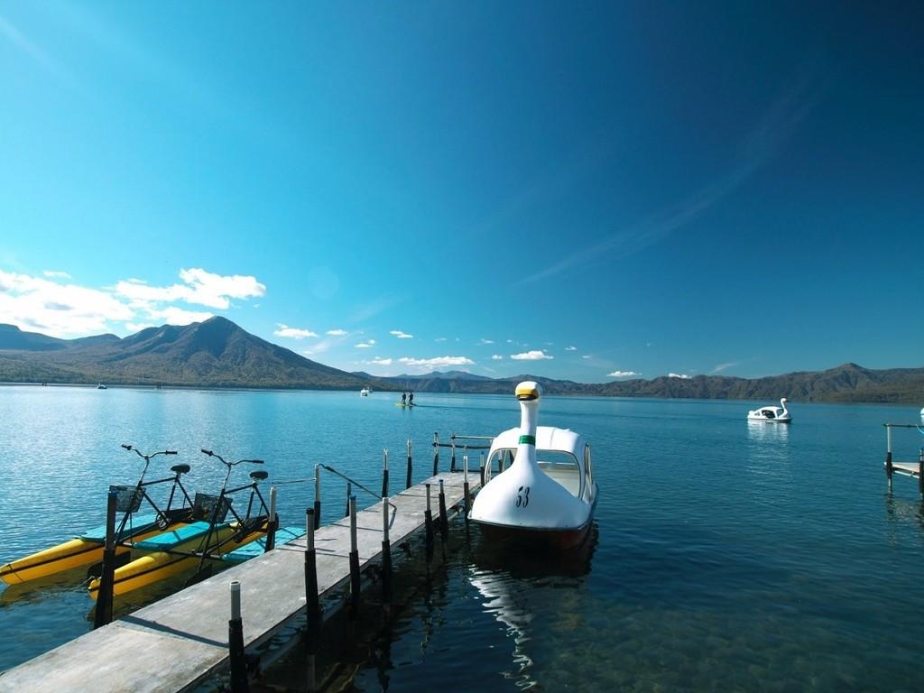 夏のレジャーはボートやレンタサイクルなどのアクティビティ満載の支笏湖へ