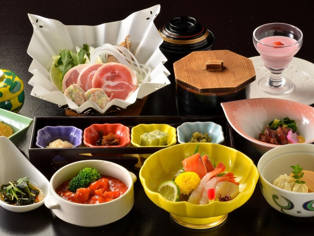 ご夕食は和食会席膳をご自室で ※一例