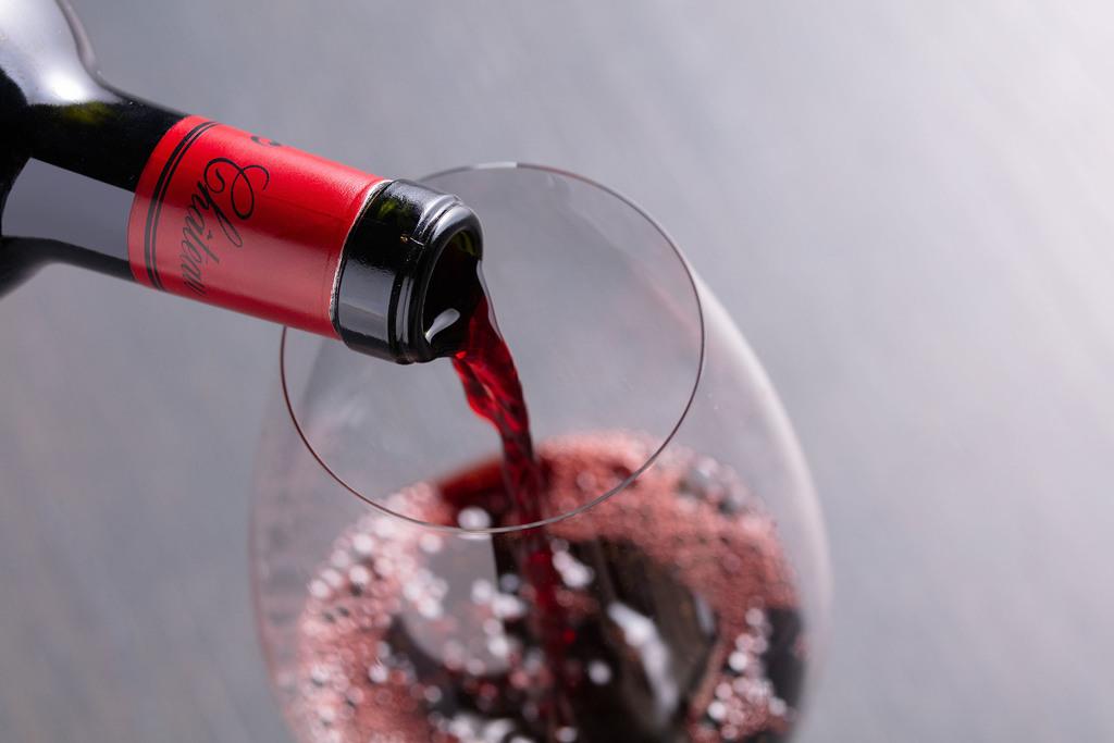 お食事に合うワインやシャンパンもご用意しております