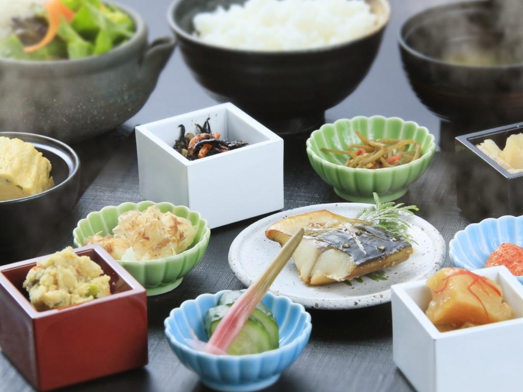 「目覚めの朝食」素材を生かした和朝食。1日の始まり、綺麗をチャージして。