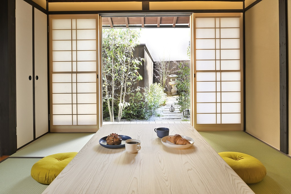 Living room with Japanese garden