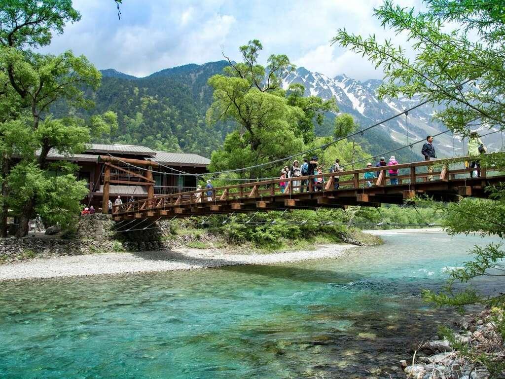 【上高地・河童橋】標高1500m!アルプス山脈の見渡す限りの絶景、美しい水、神秘的な自然など見所満載!