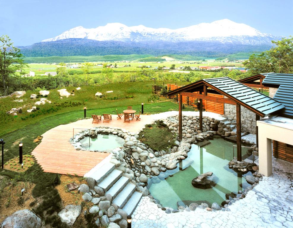 雄大な大雪山と露天風呂