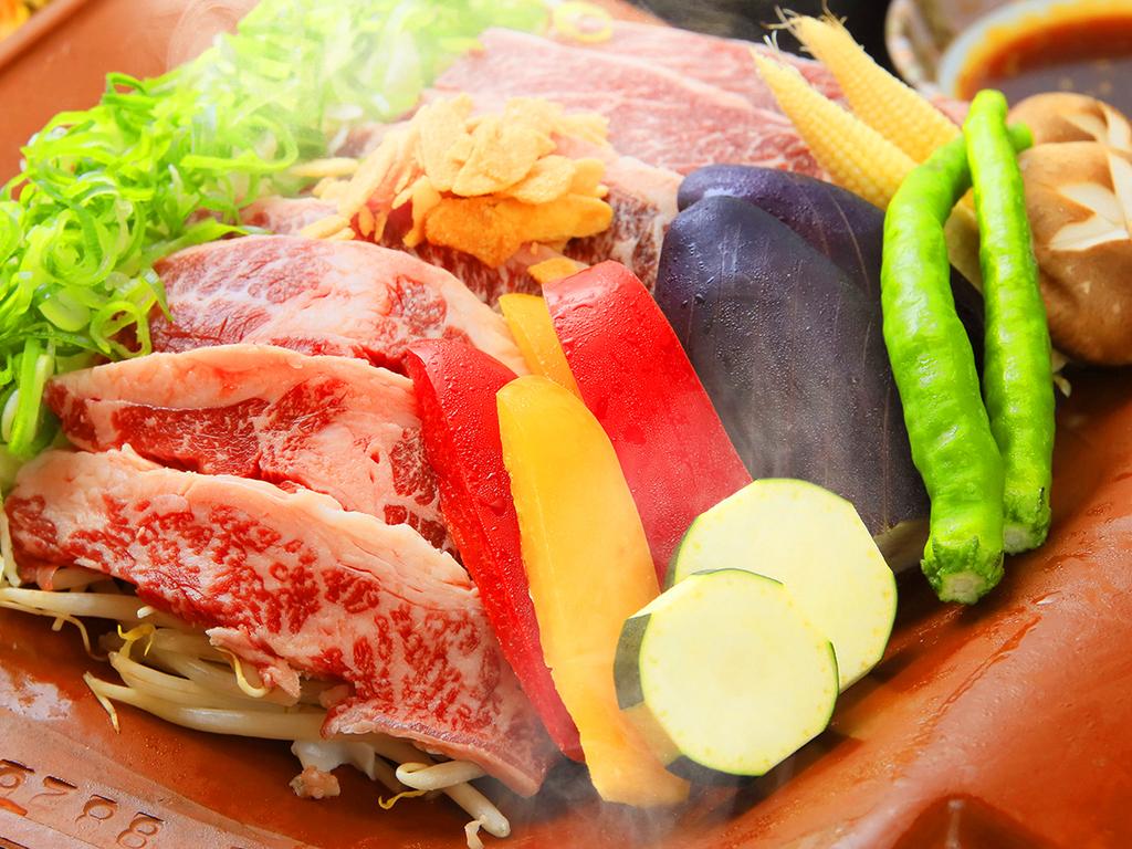 厳選牛肉と地元野菜で山鹿の味を堪能『瓦焼き』