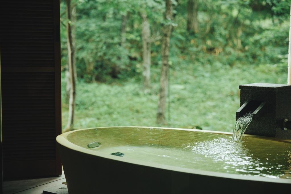 露天風呂付スイート 足をのばして癒しの時間