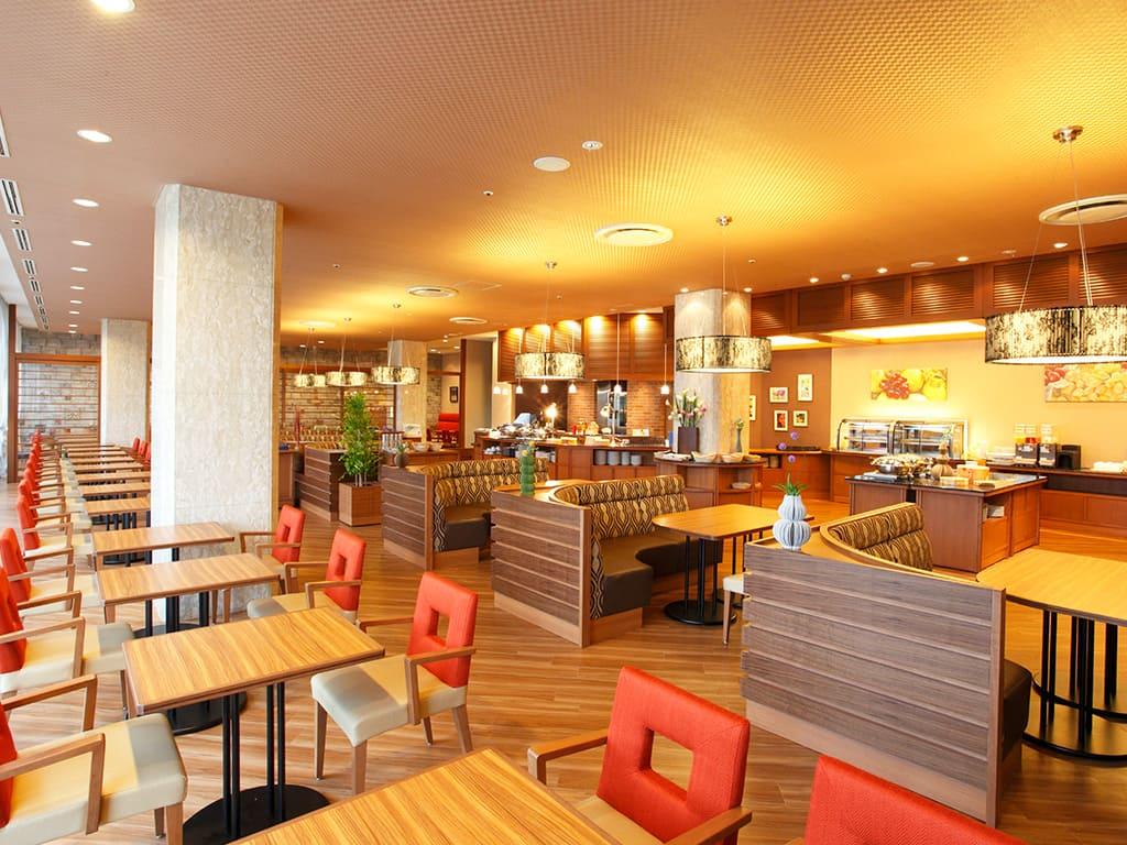 バイキングレストラン「シャンゼリゼ」店内写真