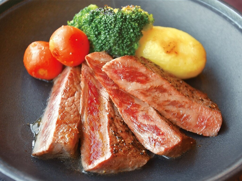 風味豊かな福島県産牛ステーキ