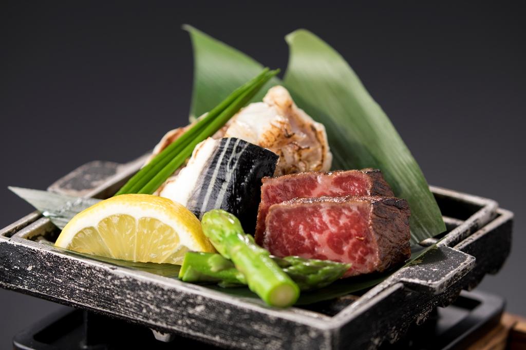 カニ鍋+鉄板和牛 一例