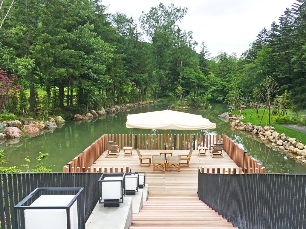 【かぜテラス】約2000平米の池に浮かぶフローティングスペース。
