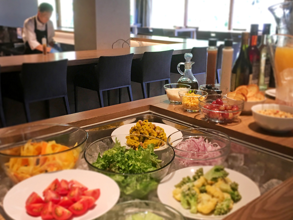 【朝食】サラダ、ドリンクなどはお好きなものをご自由に