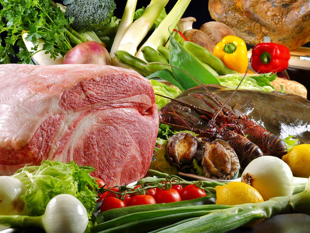 最高級のA5黒毛和牛、瀬戸内のお魚、新鮮な房州海老・房州あわび、地物の野菜など、全国各地から美味しい食材が勢揃い・・☆