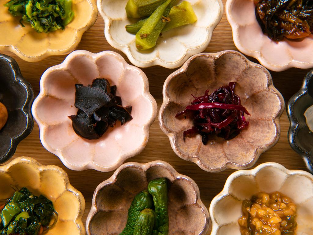 【精進料理 -朝食-】 朝は薬膳お漬物バイキング。お好みの漬物をお選びください♪