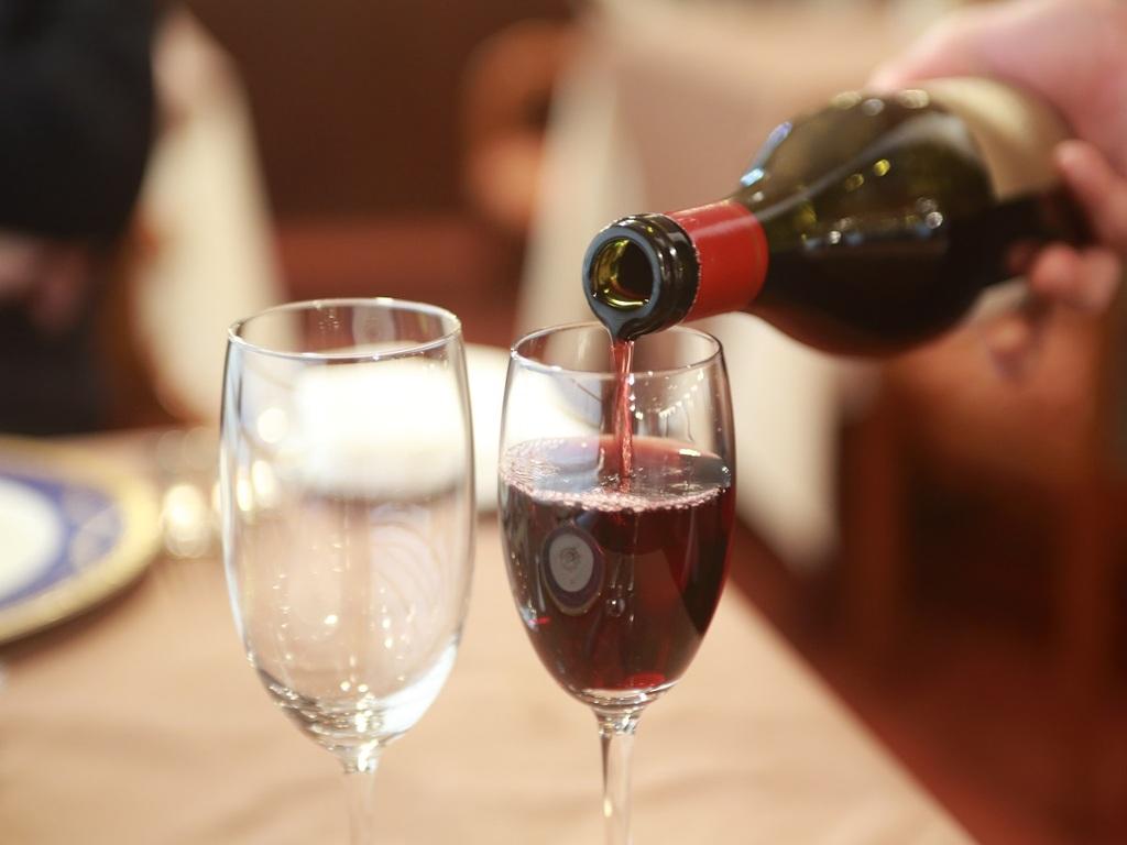 厳フレンチとともにオリジナルワインをどうぞ