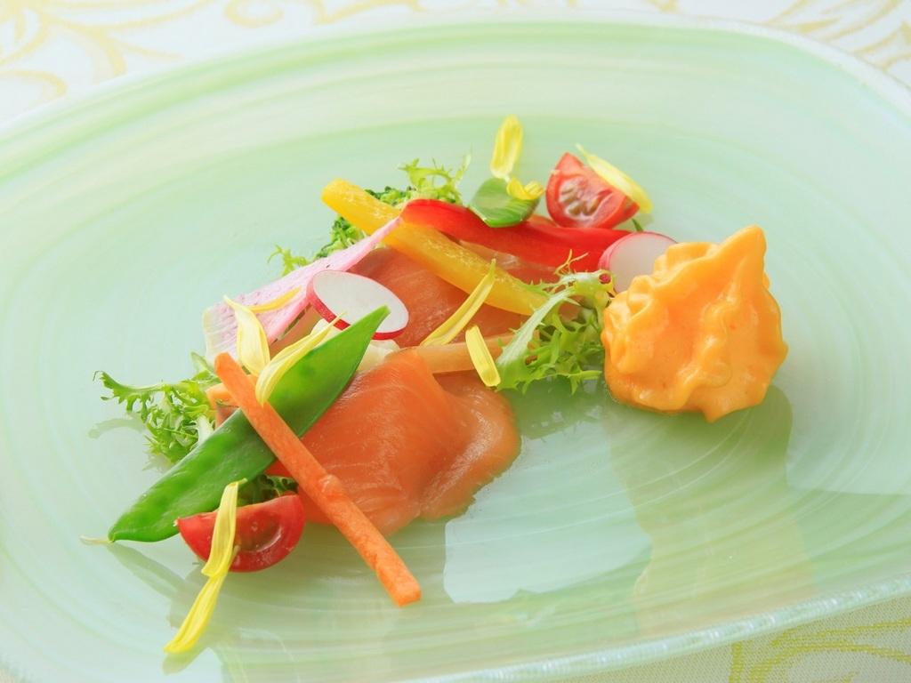 鮮魚の彩カルパッチョ
