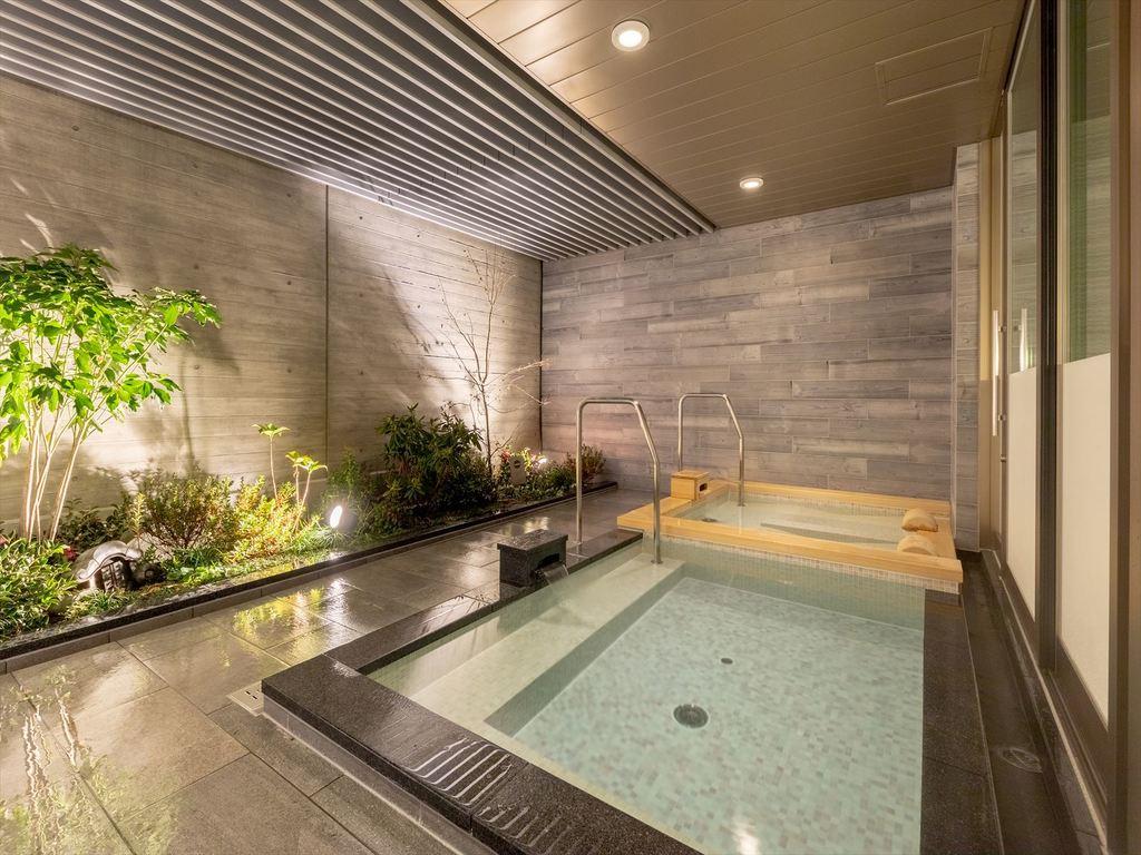 最上階に露天付き大浴場