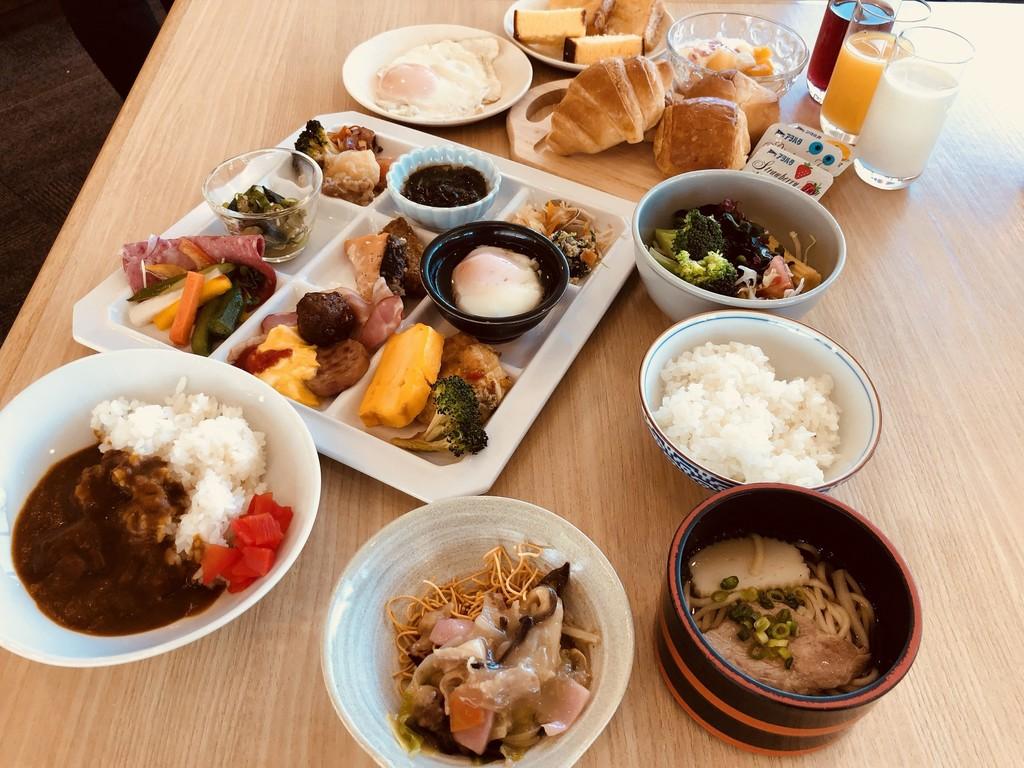 和・洋の朝食バイキング