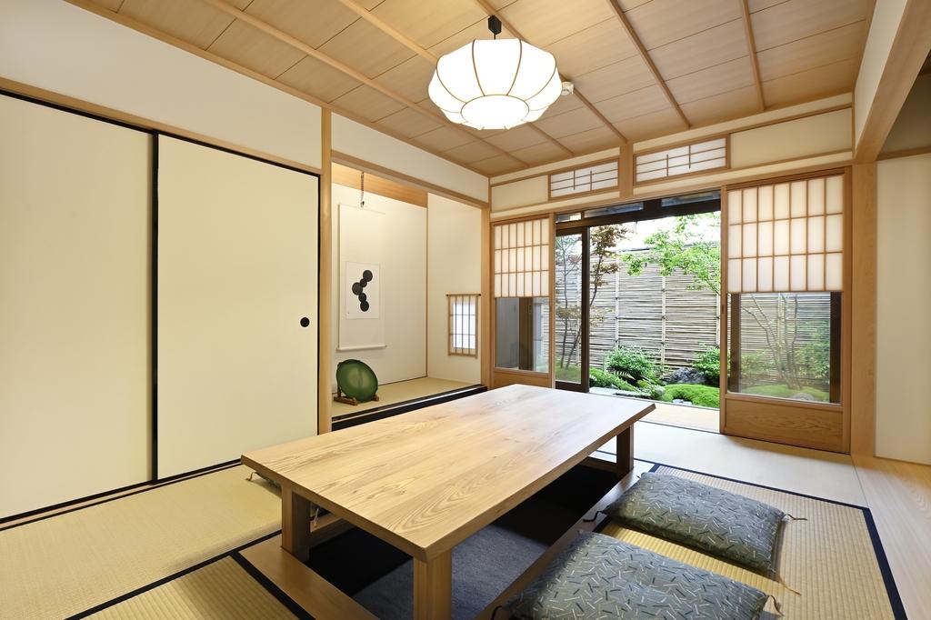 お庭を眺めて過ごす和室