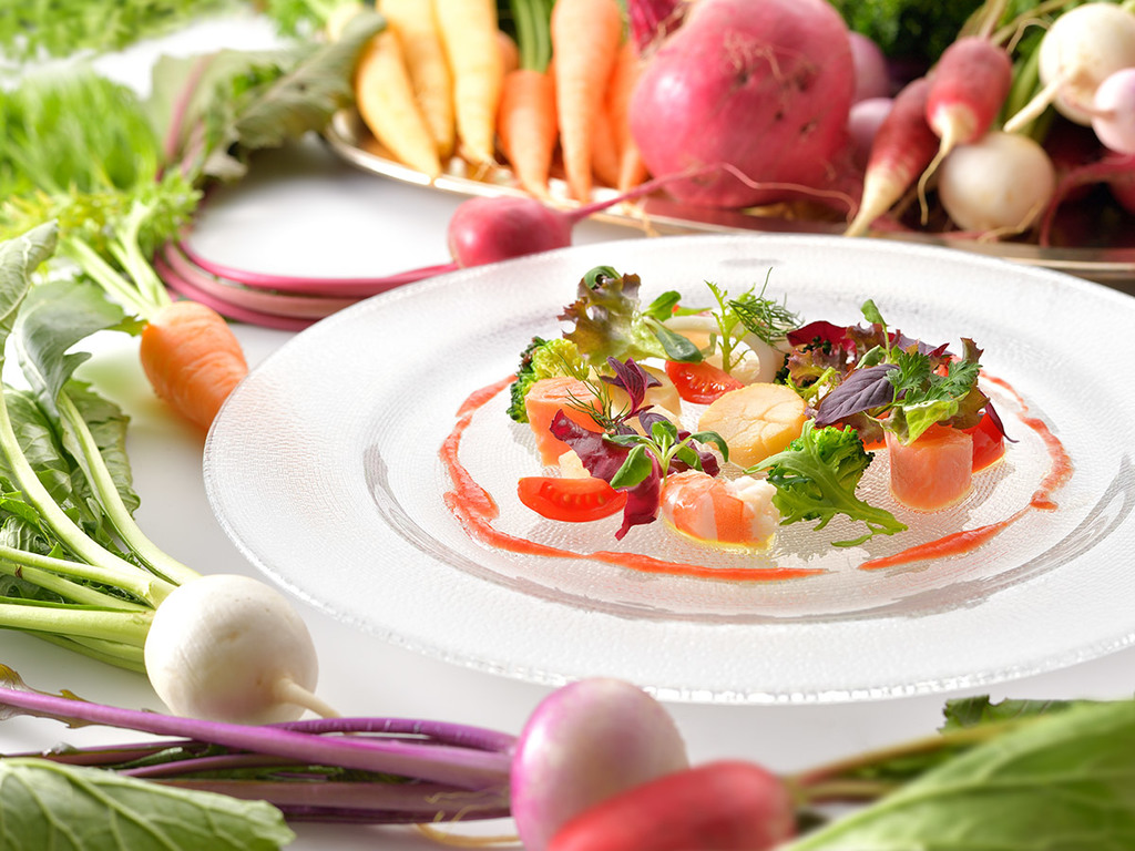 旨みの凝縮した軽井沢地野菜をはじめ、極上の地場食材を贅沢に使用