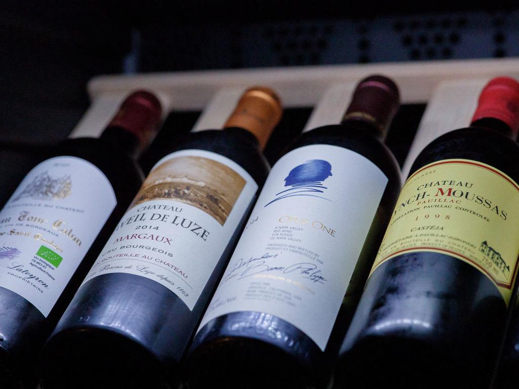 各種ワインも取り揃えております。