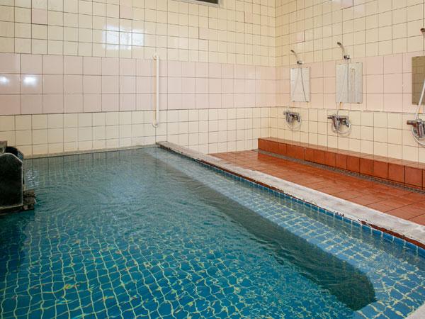 ≪大浴場≫アルカリ単純泉のとても柔らかなお湯の温泉です。お肌がスベスベになりますよ