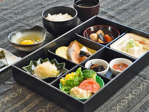 【朝食の一例】ご朝食はセットメニューまたはバイキングとなります。