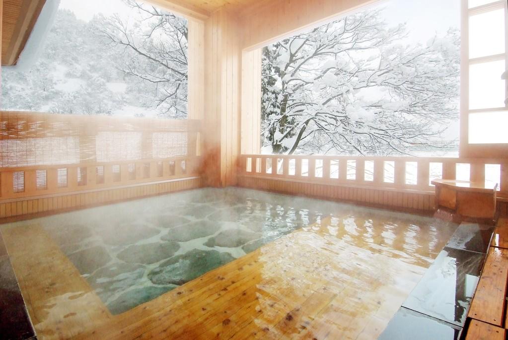 冬 女性露天風呂