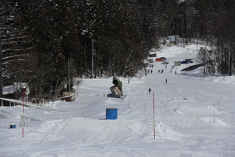 青木湖が一望できる絶景が自慢のスキー場です