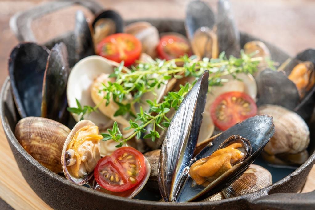 いろいろ貝類の白ワイン蒸し
