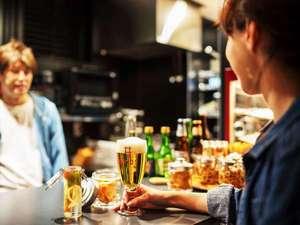【コモンスペース】自由に飲食をお楽しみいただけるスペース。好みのビールを味わうのも◎