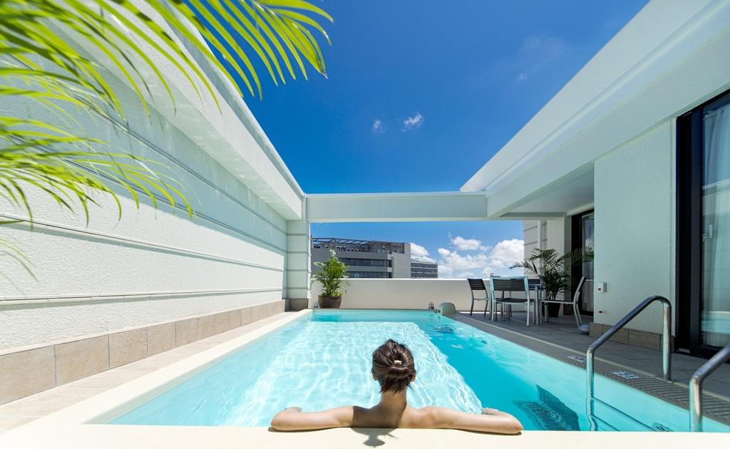 【ヴィラスイート】時間を忘れて過ごす極上の時間。プライベートプールは温水。お好きなときにゆったりお過ごしいただけます。