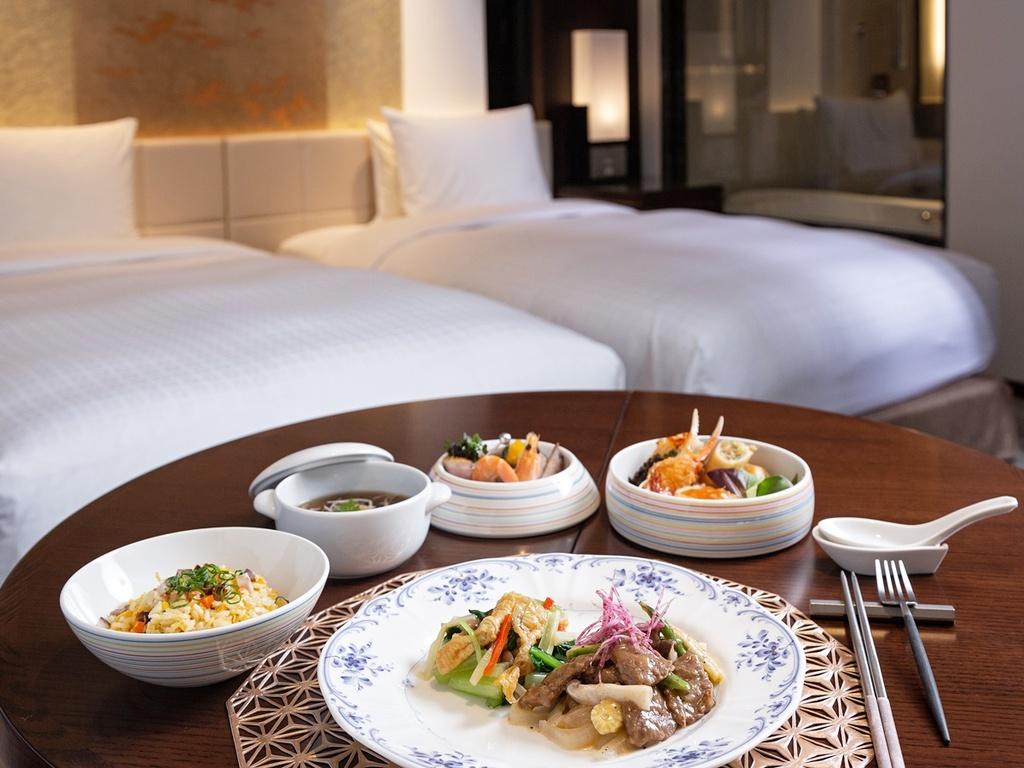 【お部屋でのご夕食(中華料理)】当ホテルのシェフが丹精込めたお料理をお部屋でお召し上がりください。