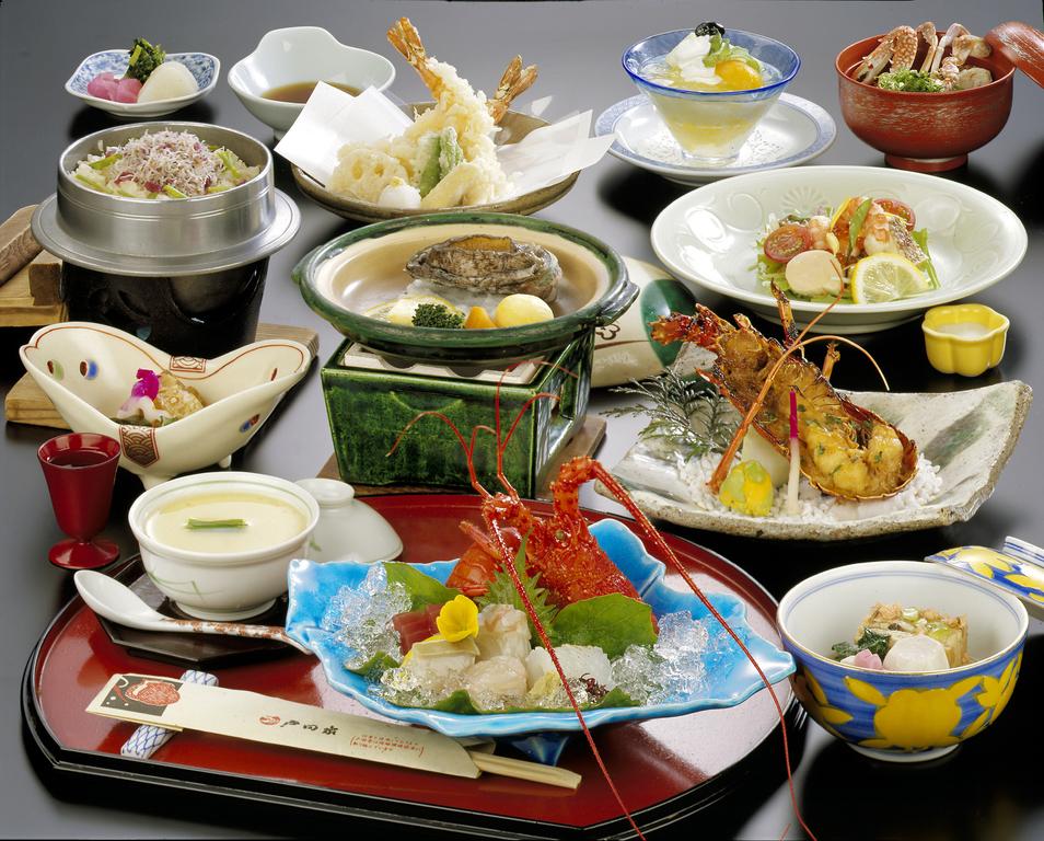 会席料理「日和海席」※イメージ。伊勢海老料理と鮑陶板焼き
