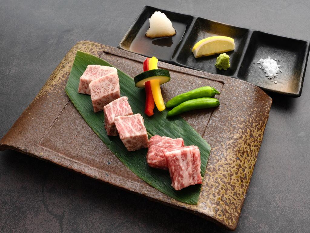 選べるメイン料理『牛肉3種類の食べ比べ〜溶岩焼き〜』