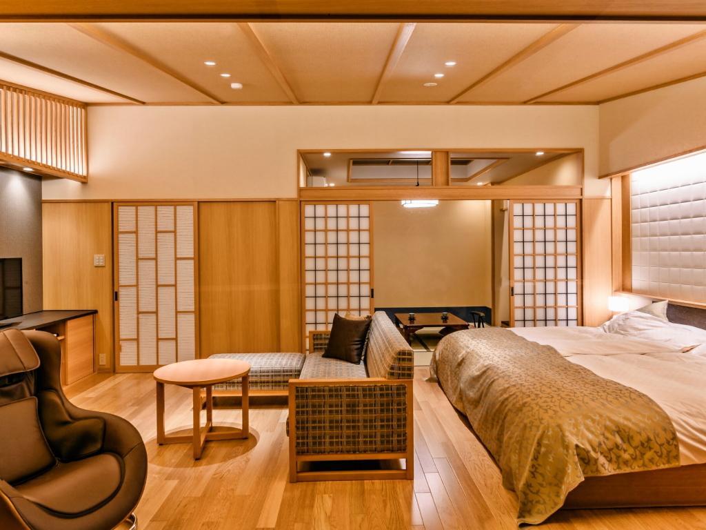 【源泉掛流し露天風呂】オーシャンビュー 特別室:リビング&ベッドスペース&和室