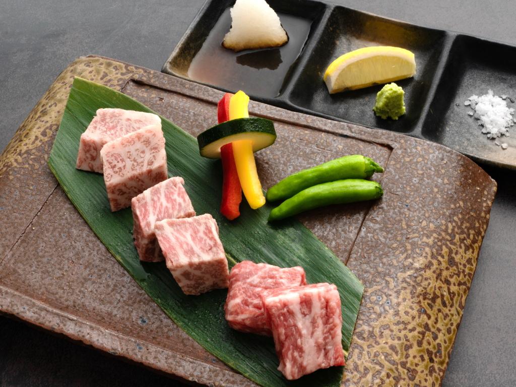 牛三種の食べ比べ〜溶岩焼き〜:【豆州の贅】選べるメイン料理