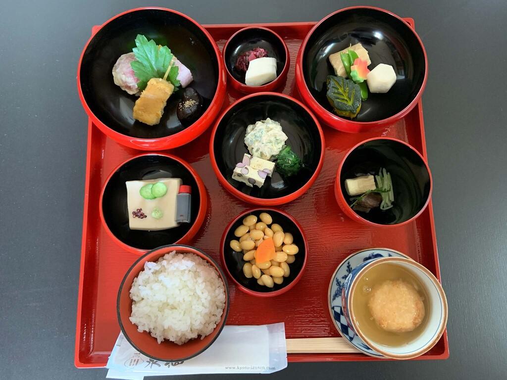 鉄鉢(てっぱち)朝食