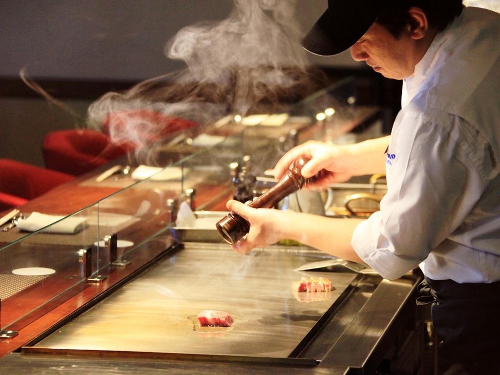 ご夕食はお好みの焼き加減で味合う鉄板ステーキを