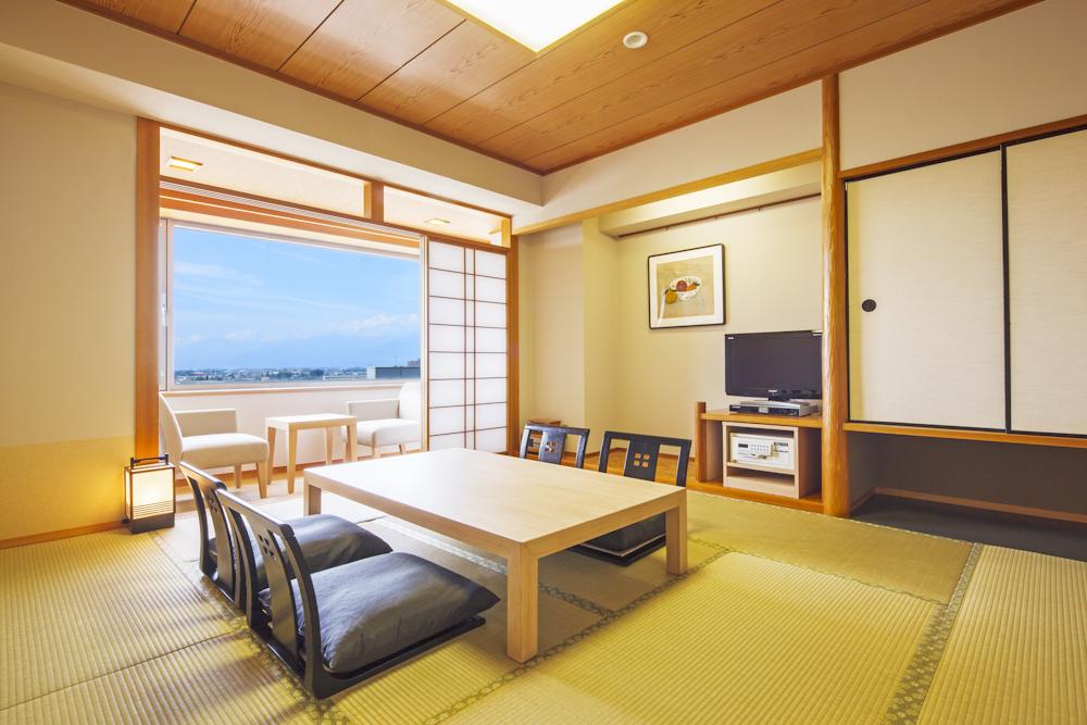 広さ10畳のゆったりとした【和室】