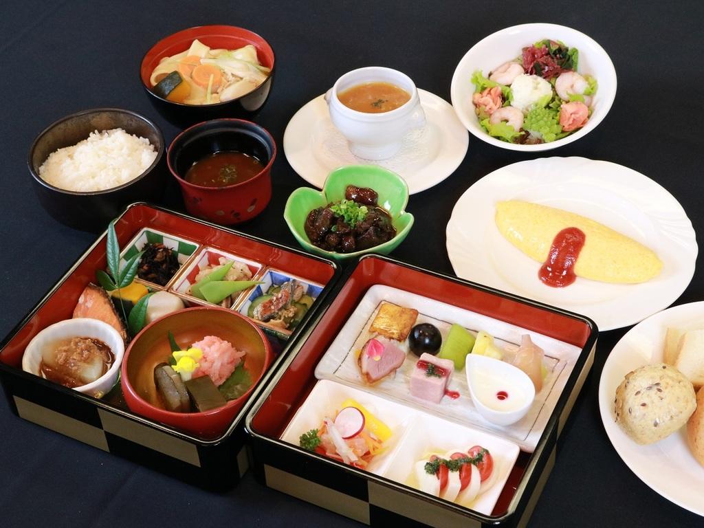 『20品の和洋重箱膳』と地元グルメのセット朝食