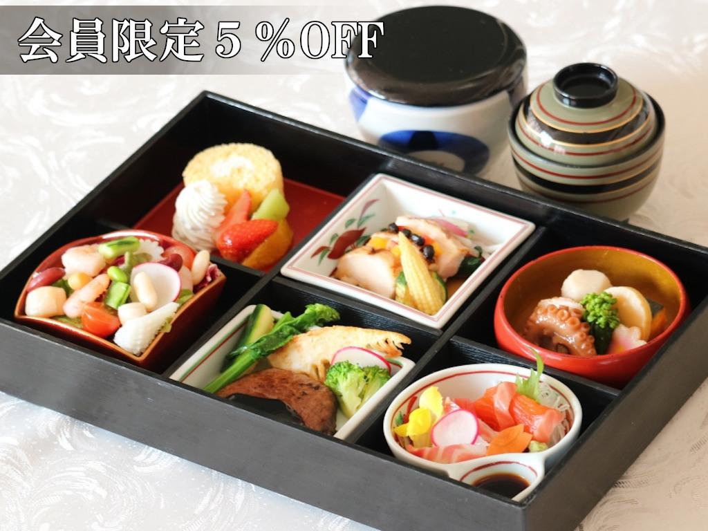 【夕食】『和洋中・味の饗宴』折衷重箱御膳 [スタンダード] <br> 〜それぞれの厨房でこだわりの一品に仕上げました〜