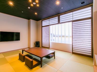 Tsuki・Kaze 畳の和室です。 お布団を敷いていただきおやすみください。 大人5名様までご宿泊頂けます。