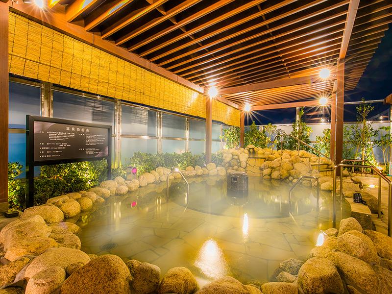 天然温泉露天風呂 「京美人の湯」をお楽しみください。
