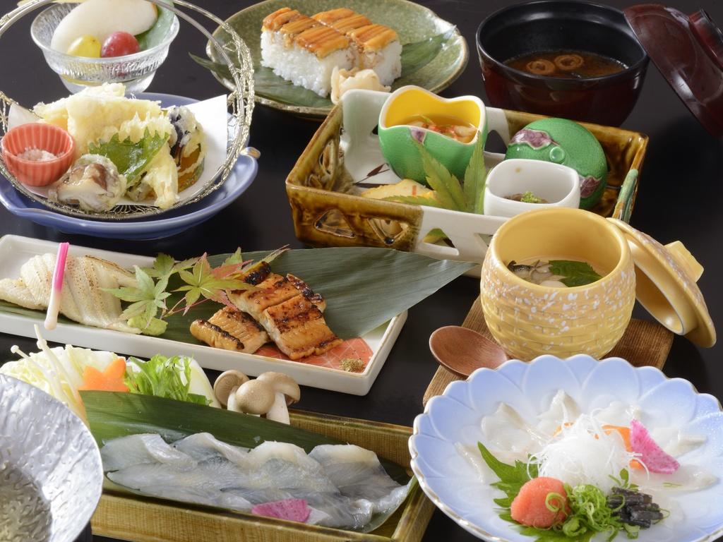 2020年春夏(穴子尽くし)夏の宮島は穴子料理が有名です